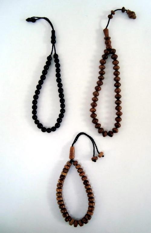 gelang yang terbuat dari kayu dan dapat digunakan untuk bertasbih