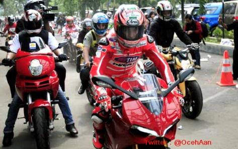 Nicky Hayden Jajal Jalanan di Jakarta 3