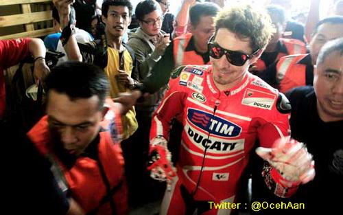 Nicky Hayden Jajal Jalanan di Jakarta 4