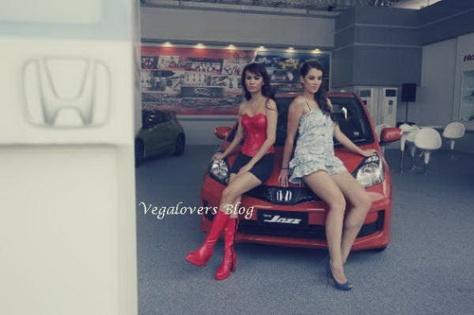 Model berpose - vegalovers