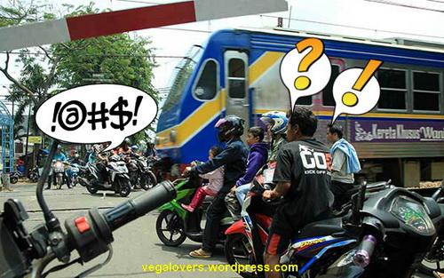 Berhenti di Luar Pintu Perlintasan Kereta