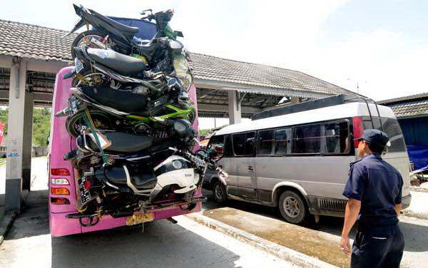 motor naik bus