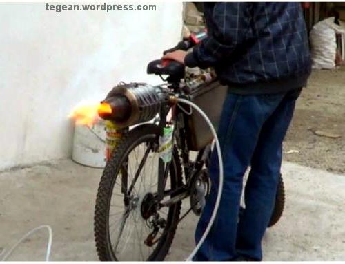Modif Sepeda pake mesin Jet, Kencaaang bro