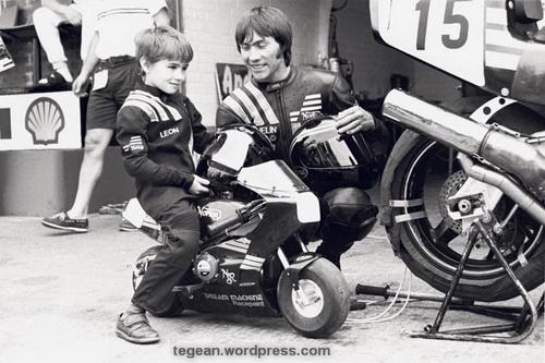 saat umur berapa, anda mulai mengendarai motor
