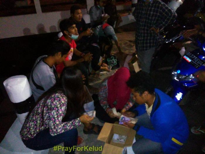 Posko Bantuan Logistik dan Relawan Gunung Kelud