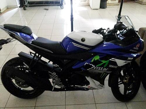 Yamaha R15 livery MotoGP 4