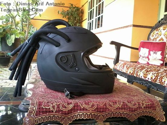Helm milik Dimas Arif Antonio