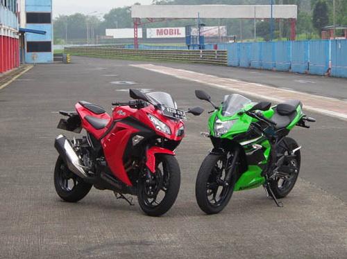 kawasaki Ninja 250 FI VS Ninja 250 RR MONO