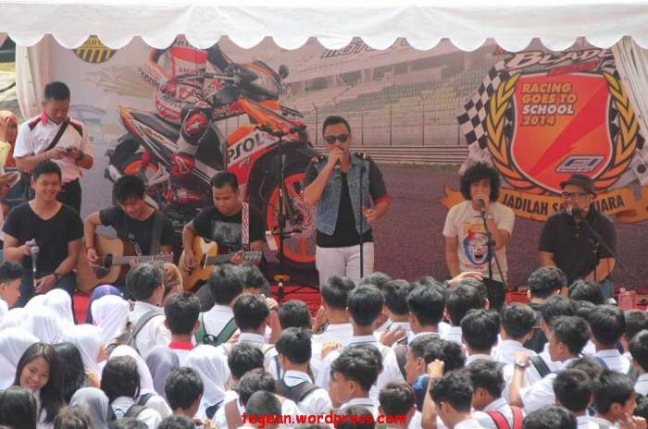 Honda Blade Racing Goes to School 2014
