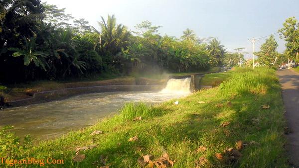 air mengalir sepanjang tahun