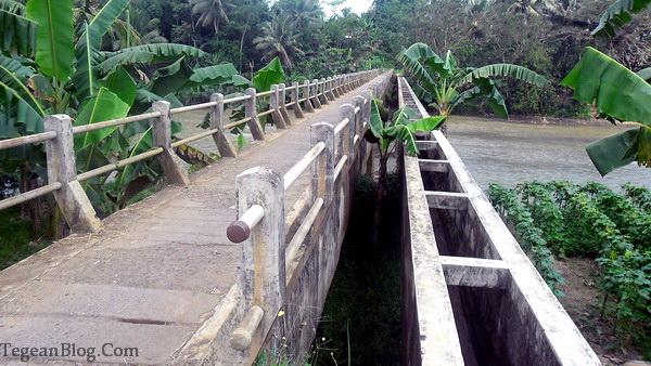 talang air sekaligus jembatan penghubung desa