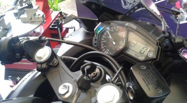 cara mengatur shift indicator pada Yamaha R25