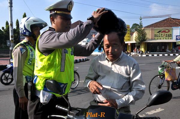 Helm Butut Diganti Yang Kinclong