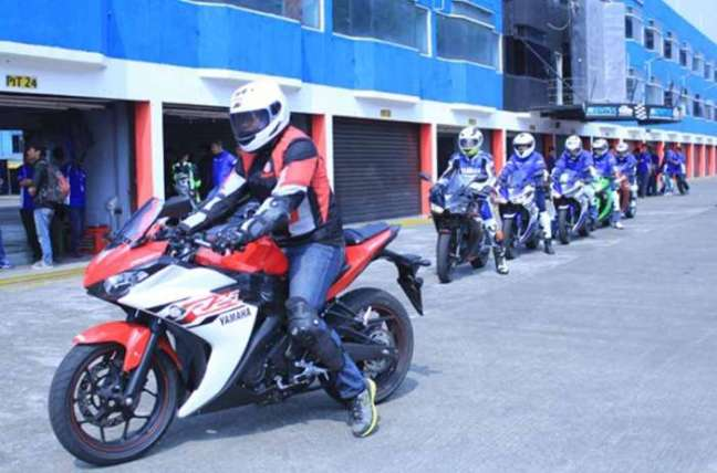 Konsumen Bandung Antri Beli Yamaha R25