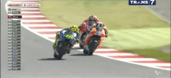 Rossi overtake Pedrosa dan Pedrosa di overtake Dovi