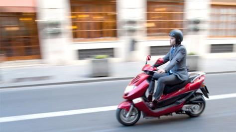Cara Berkendara Aman Dengan Sepeda Motor Matik