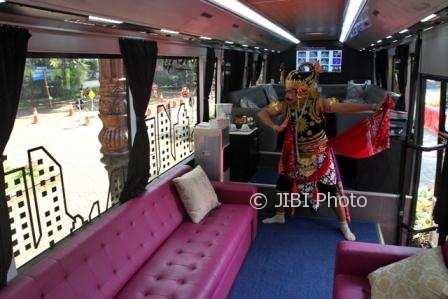 gatotkaca naik bus buatan cina